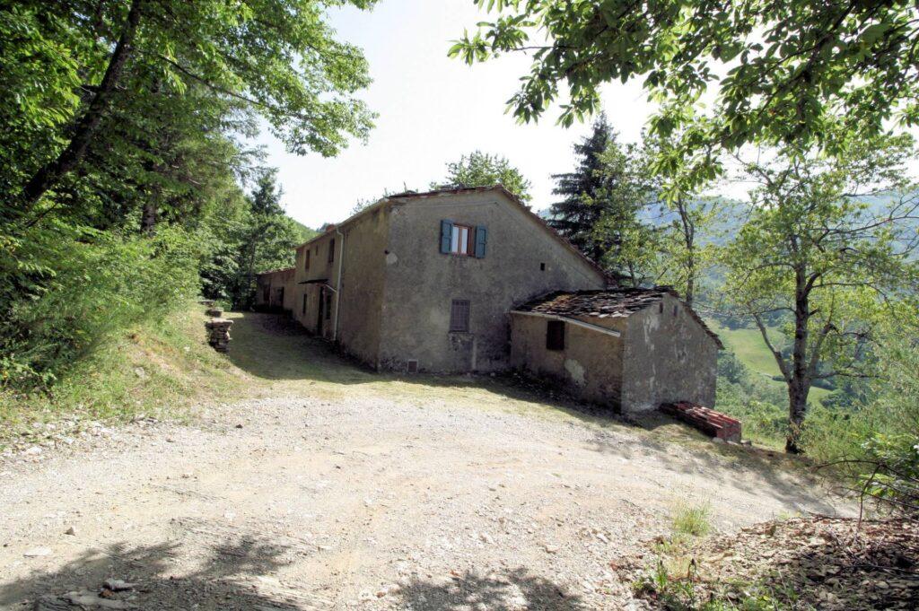 1266-Rustico di ampia superficie da ristrutturare con terreno-San Marcello Piteglio-5 Agenzia Immobiliare ASIP