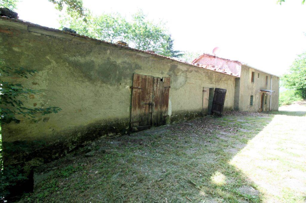 1266-Rustico di ampia superficie da ristrutturare con terreno-San Marcello Piteglio-11 Agenzia Immobiliare ASIP