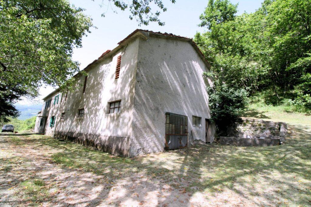 1266-Rustico di ampia superficie da ristrutturare con terreno-San Marcello Piteglio-3 Agenzia Immobiliare ASIP