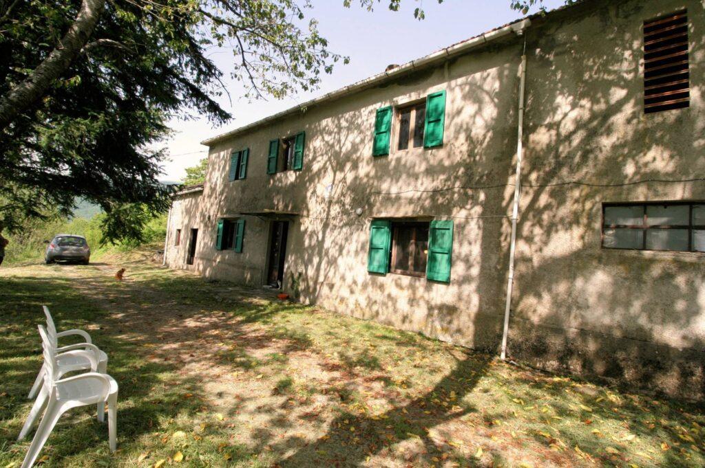 1266-Rustico di ampia superficie da ristrutturare con terreno-San Marcello Piteglio-7 Agenzia Immobiliare ASIP
