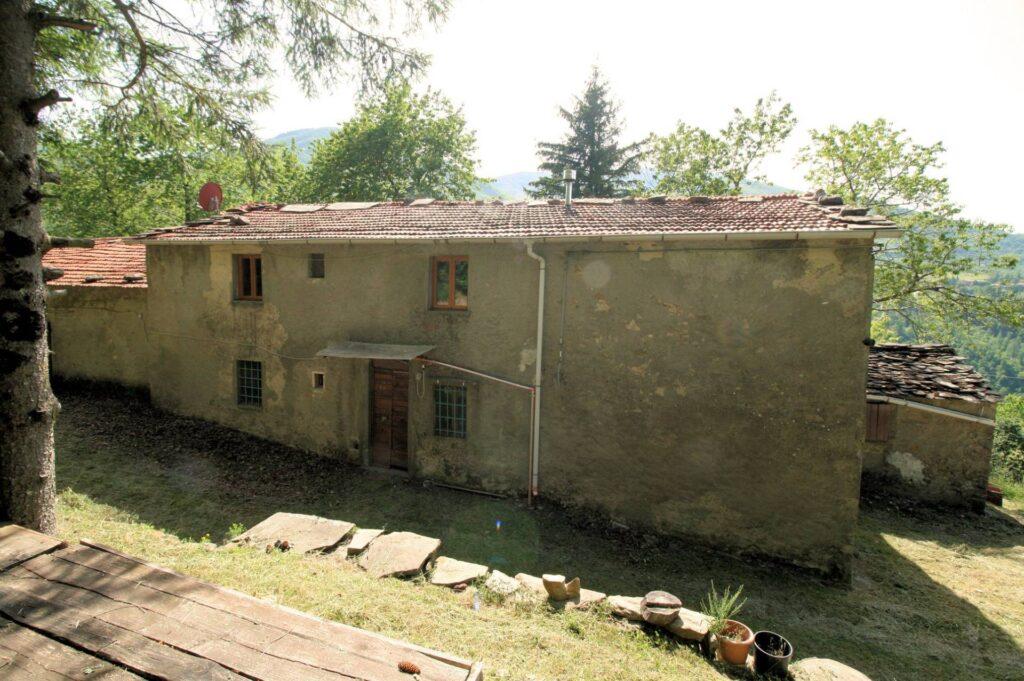 1266-Rustico di ampia superficie da ristrutturare con terreno-San Marcello Piteglio-10 Agenzia Immobiliare ASIP